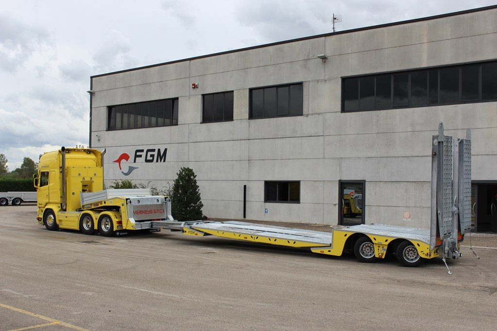 015-Low-loader-semi-trailer-FGM-35-44